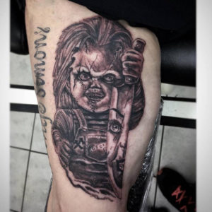 Tätowierung, Messer, Knife, Horror Tattoo, Chucky, realistic, ink, Tattoo, Haut und Tinte, Oberarmtattoo, Oberarm , black&white tattoo, Wolfsburg
