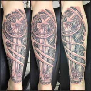 Tätowierung, Mechanik, Kettenschaltung, Fahrrad, Tattoo, Haut und Tinte, Rückentattoo, Wadentattoo, black&white tattoo, Wolfsburg